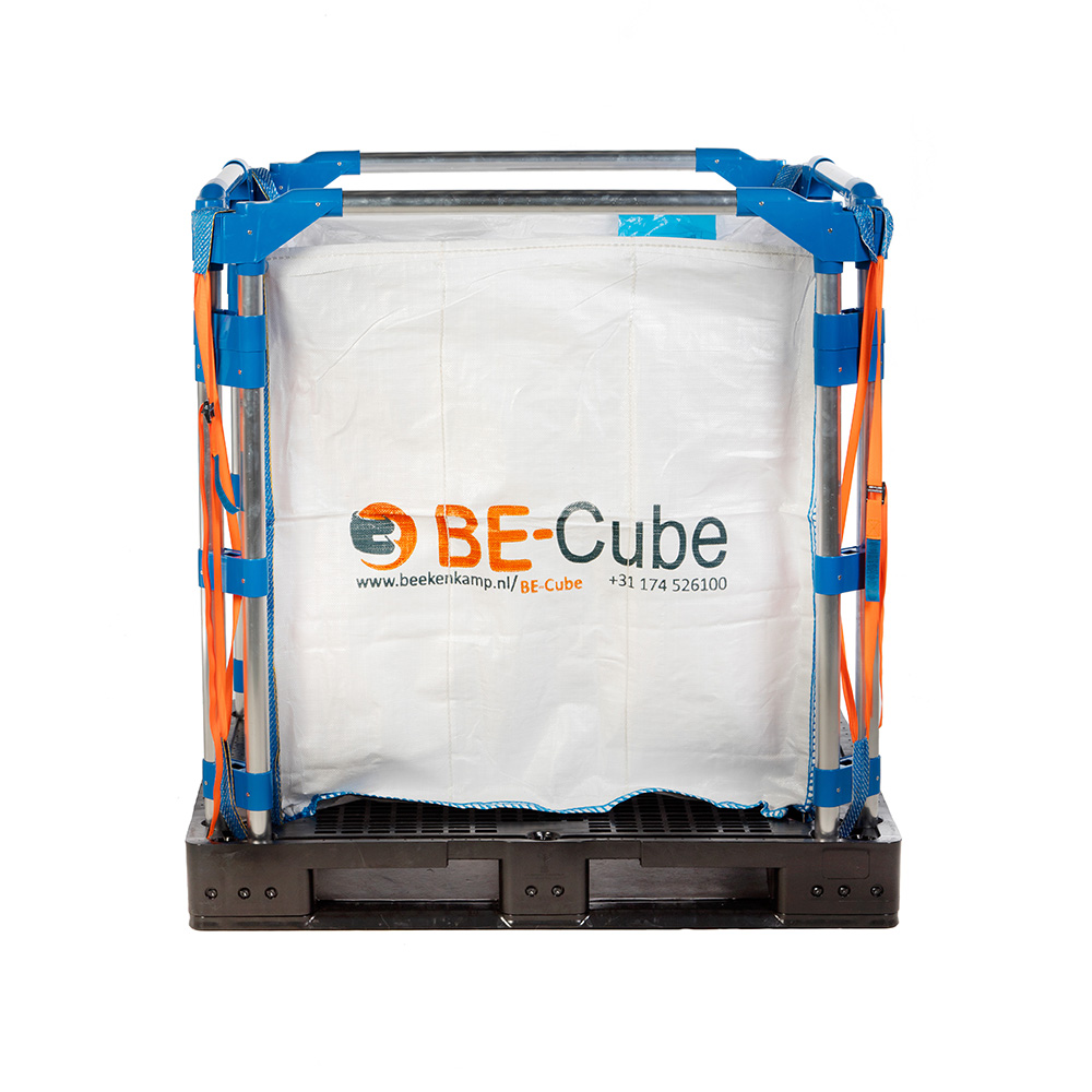 BE-Cube pallet box 3201 with discharge hole in pallet